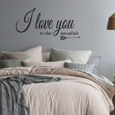 Muursticker slaapkamer i love you to the moon and back k251