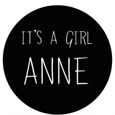 Raamsticker. Geboorte van een kind. Tekst: It's a girl
