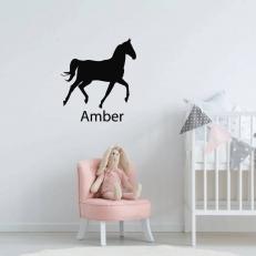 Muursticker met een afbeelding van een paard. Inclusief een eigen naam
