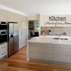 muursticker keuken Kitchen Heart of our home k009