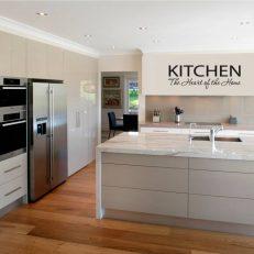 muursticker keuken Kitchen the heart of the home k011