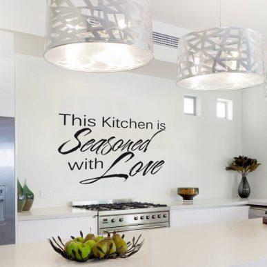 Muursticker Tekst: This kitchen is seasoned with love K006A