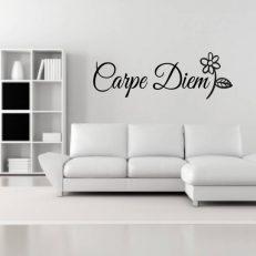 """Muursticker met de tekst """"Carpe Diem"""". In het Nederlands: Pluk de dag"""