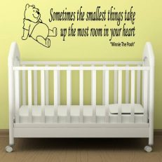 Muursticker. Winnie the Pooh. Tekst: Sometimes the smallest things...etc.