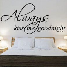 Muursticker. Tekst: Always kiss me goodnight XXX QS062