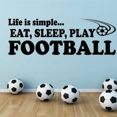Muursticker. Tekst: Life is simple, eat, sleep, play football QS108