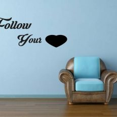 "Muursticker met de tekst ""Follow your (Incl. hart)"". Volg je hart"