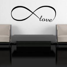 """Muursticker met de tekst """"Love"""". In het Nederlands: """"Liefde"""""""