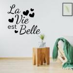 Muursticker. Tekst: La Vie est Belle (Het leven is mooi)