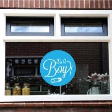 Raamsticker. Geboorte van een jongen. Tekst: It's a boy!
