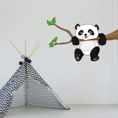 Muursticker. In full color. Panda. Hangend aan een boomtak