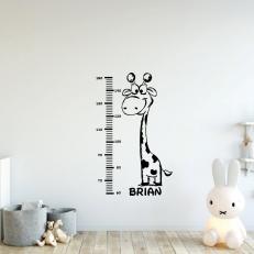 Muursticker. Groeimeter met giraffe. Inclusief Eigen baby- kindnaam K745