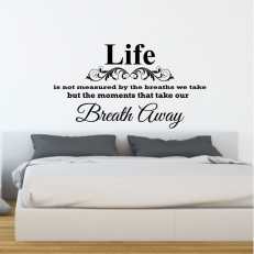 Muursticker. Tekst: Life is not measured by the breathes...etc