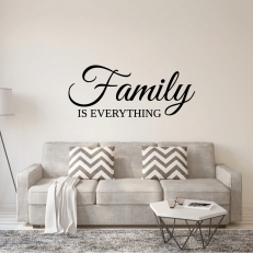 Muursticker. Tekst: Family is everything. In diverse afmetingen en kleuren