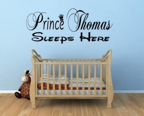 Muursticker. Tekst: Prince (Eigen naam) sleeps here