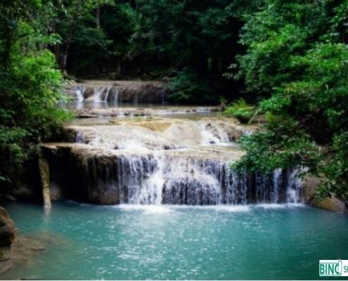 Tuindecoratie Doek zonder Ringen Waterval in Tropisch Oerwoud QS305