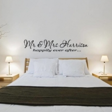 Muursticker. Tekst: Happily ever after... Mr & Mrs (Achternaam)