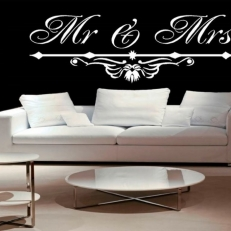 Muursticker Tekst: Mr & Mrs (Inclusief mooi ornament)