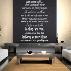 Muursticker Tekst: Aan onze tafel staat gezelligheid voorop....etc