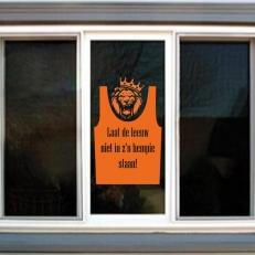 Raamsticker Tekst: Laat de leeuw... enz. Leeuw met Kroon K831